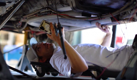 Automotive repair advice from video chat a pro